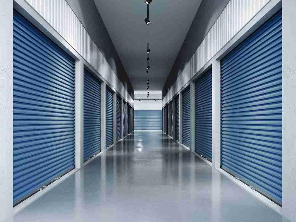 Toronto lockar facility with clean floors